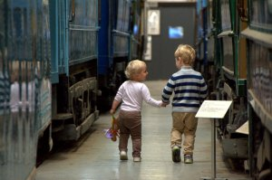 Hånd i hånd i museet