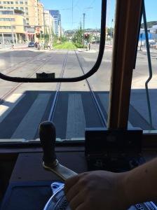 70 og 647 på vei inn i Dronning Eufemias gate for første gang 27. juni 2015.